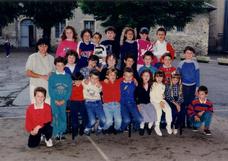 photo de classe ann e scolaire 1987 88 de 1988 ecole saint joseph la tour du pin copains d. Black Bedroom Furniture Sets. Home Design Ideas