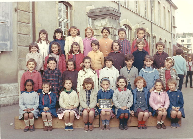 photo de classe ce1 de 1967 ecole thevenon la tour du pin copains d 39 avant. Black Bedroom Furniture Sets. Home Design Ideas