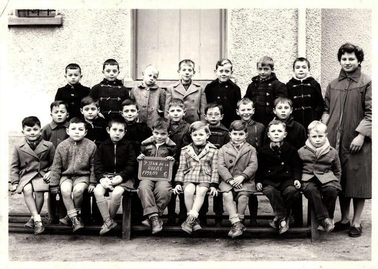 photo de classe 6eme de 1958 ecole jules lenormand saint jean de la ruelle copains d 39 avant. Black Bedroom Furniture Sets. Home Design Ideas