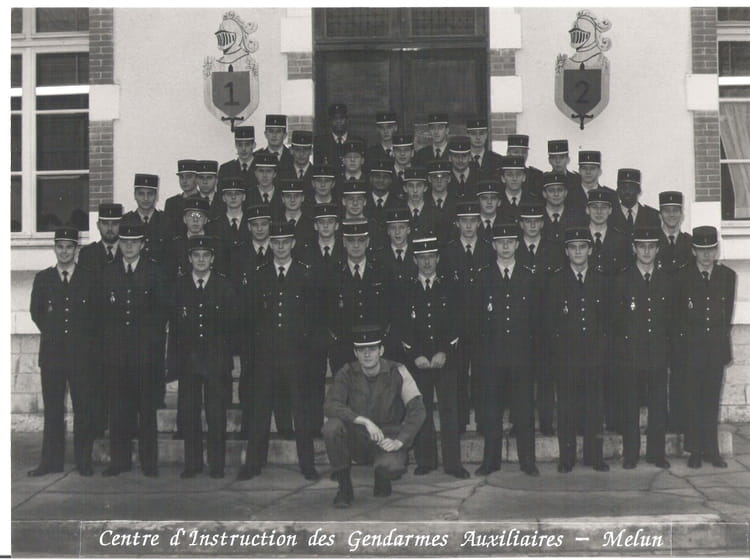 photo de classe ciga melun de 1988 ecole officiers gendarmerie nationale eogn copains d 39 avant. Black Bedroom Furniture Sets. Home Design Ideas