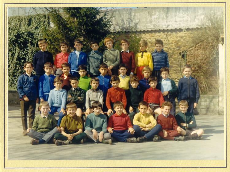Photo de classe cm1 70 mr roy de 1970 ecole jean roy la roche sur yon copains d 39 avant - Mr bricolage la roche sur yon ...