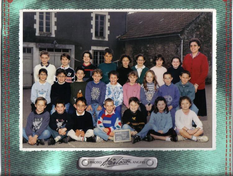 photo de classe cm1 de 1993 ecole sainte marie mareuil sur lay dissais copains d 39 avant. Black Bedroom Furniture Sets. Home Design Ideas