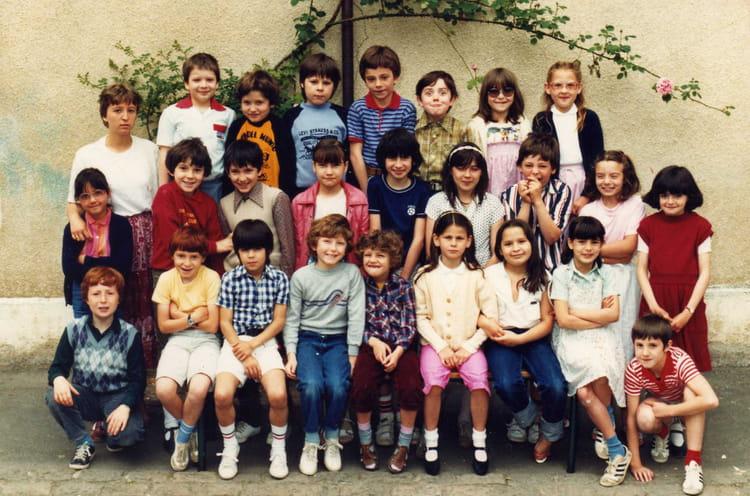 photo de classe cm1 de 1982 ecole martineau des chesnez auxerre copains d 39 avant. Black Bedroom Furniture Sets. Home Design Ideas