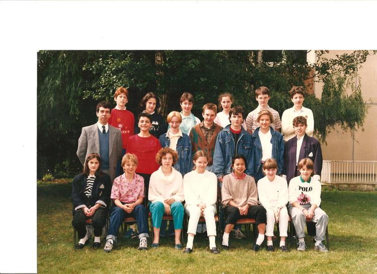 photo de classe 4 me 1 de 1986 coll ge marie curie copains d 39 avant. Black Bedroom Furniture Sets. Home Design Ideas