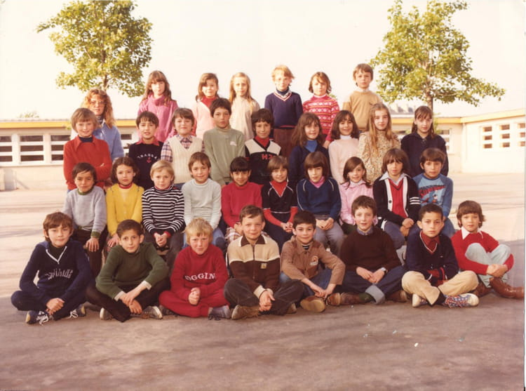 photo de classe cm1 de 1979 ecole pierre et marie curie. Black Bedroom Furniture Sets. Home Design Ideas