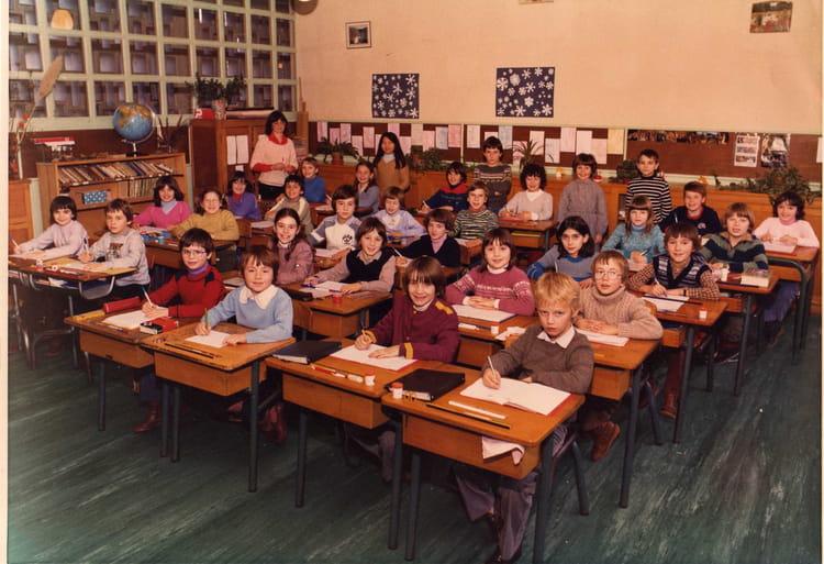 Photo de classe cm1 de 1982 ecole point du jour chateau du loir copains - Brocante chateau du loir ...
