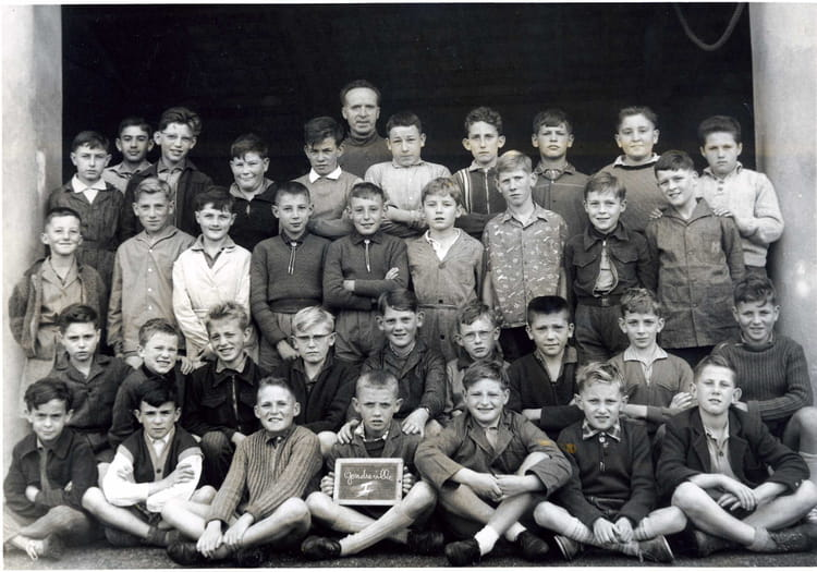 Photo de classe cm1 cm2 de 1960 ecole primaire for Gondreville 54