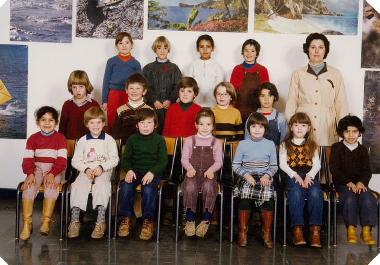 photo de classe cp de 1980 ecole le tricot villefranche de rouergue copains d 39 avant. Black Bedroom Furniture Sets. Home Design Ideas