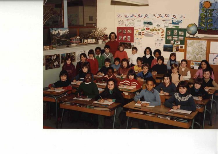 photo de classe cm2 de 1981 ecole jean jaures romain rolland copains d 39 avant. Black Bedroom Furniture Sets. Home Design Ideas