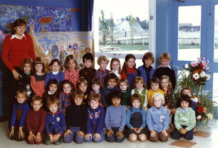 photo de classe gs de 1976 ecole le moulin fleuri brie comte robert copains d 39 avant. Black Bedroom Furniture Sets. Home Design Ideas