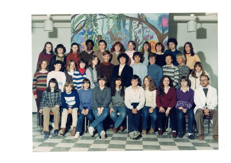 photo de classe 3eme de 1979 coll ge jean vilar copains d 39 avant. Black Bedroom Furniture Sets. Home Design Ideas