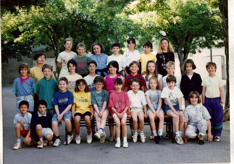 photo de classe ce2 de 1992 ecole saint joseph la tour du pin copains d 39 avant. Black Bedroom Furniture Sets. Home Design Ideas