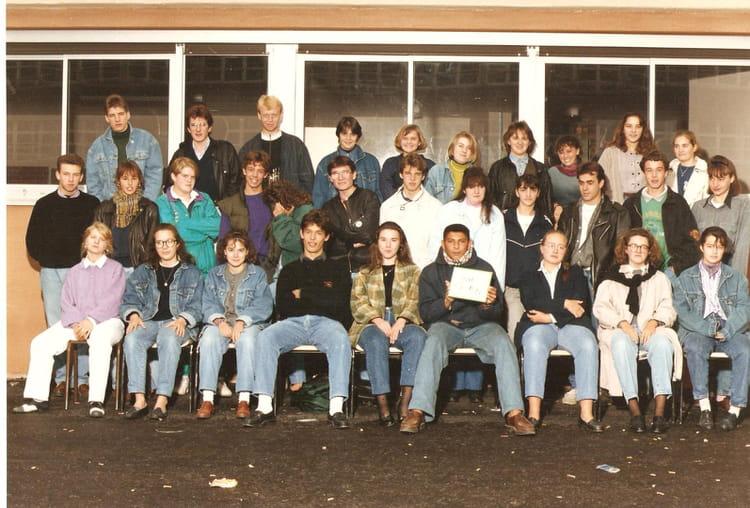 photo de classe 1 re b 17 de 1990 lyc e edouard gand copains d 39 avant. Black Bedroom Furniture Sets. Home Design Ideas