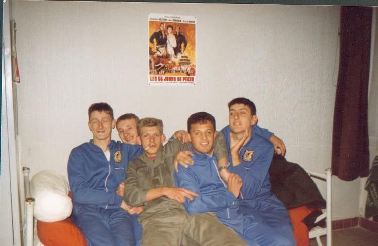 photo de classe une fete de 1992 94 ri copains d 39 avant. Black Bedroom Furniture Sets. Home Design Ideas