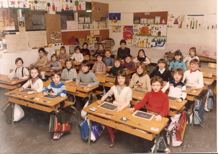 photo de classe ce1 de 1978 ecole claude debussy copains d 39 avant. Black Bedroom Furniture Sets. Home Design Ideas