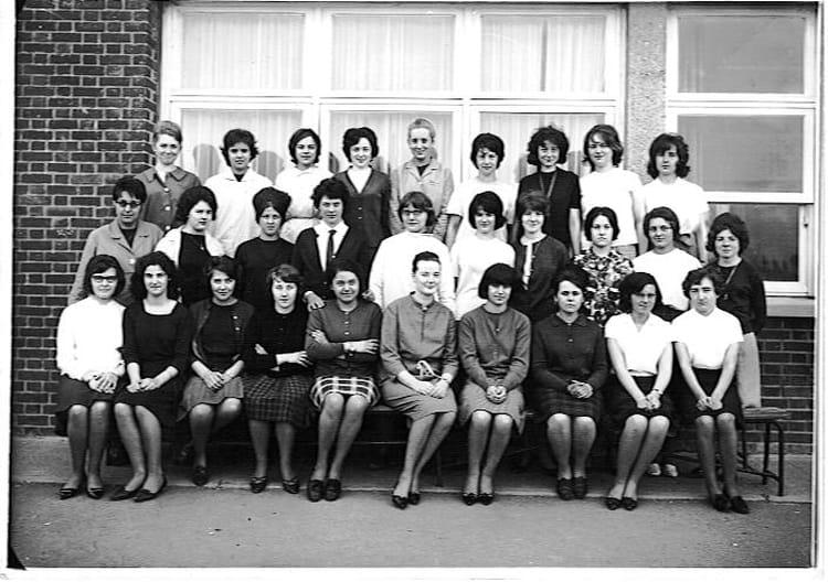 photo de classe 1re ann e secr tariat m dico social de 1964 lyc e edouard gand copains d 39 avant. Black Bedroom Furniture Sets. Home Design Ideas