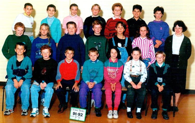 photo de classe 6eme 6 de 1991 coll ge l 39 oiseau blanc copains d 39 avant. Black Bedroom Furniture Sets. Home Design Ideas
