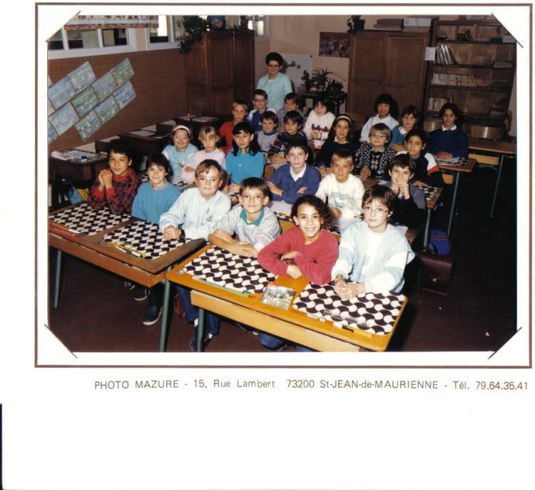 photo de classe cm2 de 1987 ecole aristide briand saint jean de maurienne copains d 39 avant. Black Bedroom Furniture Sets. Home Design Ideas