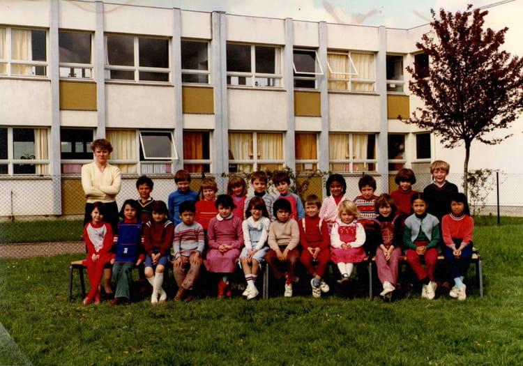 photo de classe cp de 1983 ecole jean moulin la chapelle saint luc copains d 39 avant. Black Bedroom Furniture Sets. Home Design Ideas