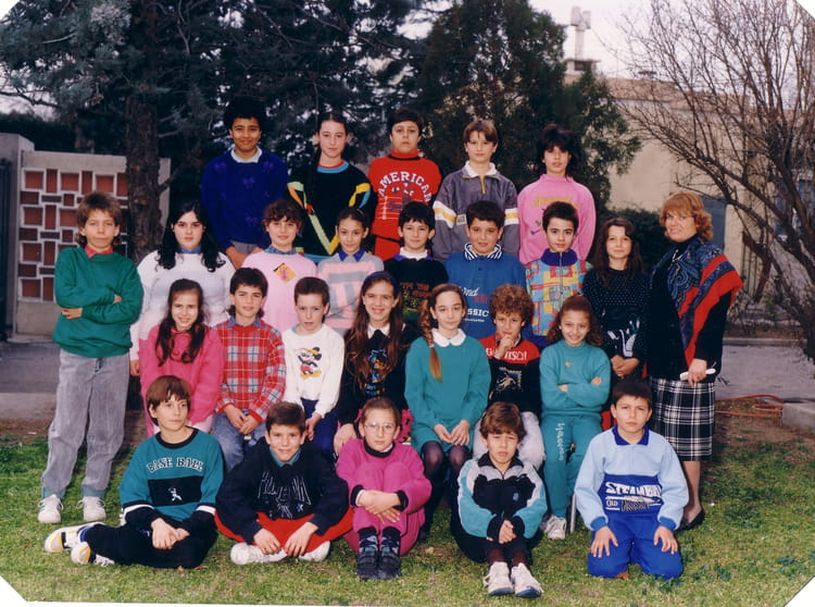 photo de classe cm2 b de 1989 ecole pont de vivaux copains d 39 avant. Black Bedroom Furniture Sets. Home Design Ideas