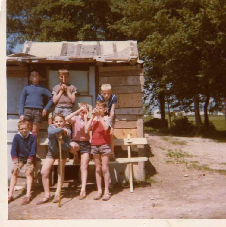 photo de classe une des cabanes du valentin de 1965 orphelinat le valentin copains d 39 avant. Black Bedroom Furniture Sets. Home Design Ideas