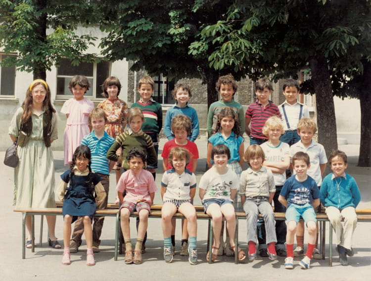 photo de classe photo de classe du ce1 ce2 de 1983 ecole victor hugo colombes copains d 39 avant. Black Bedroom Furniture Sets. Home Design Ideas