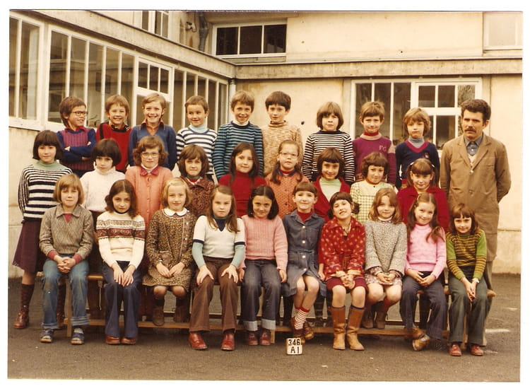 photo de classe la classe de mr janvier ce2 1977 78 de 1978 ecole de poitiers brioux sur. Black Bedroom Furniture Sets. Home Design Ideas