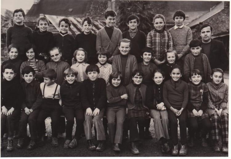 Photo de classe cm1 de 1971 ecole saint joseph bains sur for Bains s oust