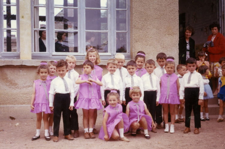 photo de classe maternelle de 1963 ecole saint louis beaulieu sur layon copains d 39 avant. Black Bedroom Furniture Sets. Home Design Ideas