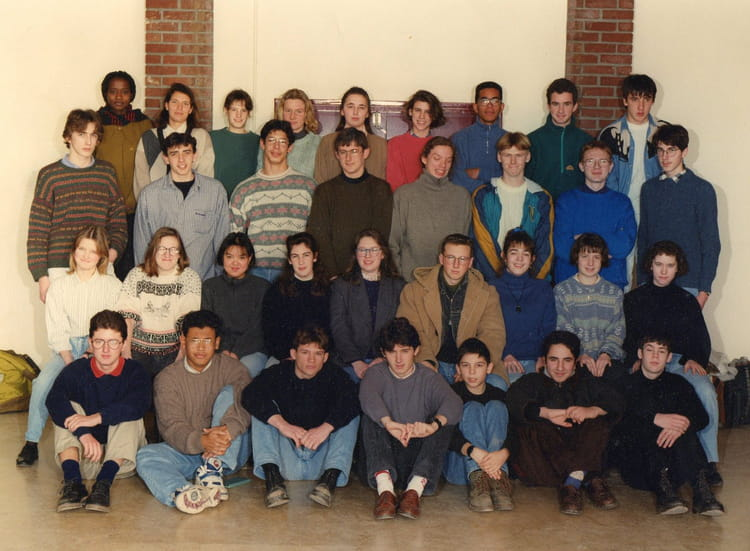 photo de classe 1s4 de 1994 lyc e louis thuillier copains d 39 avant. Black Bedroom Furniture Sets. Home Design Ideas