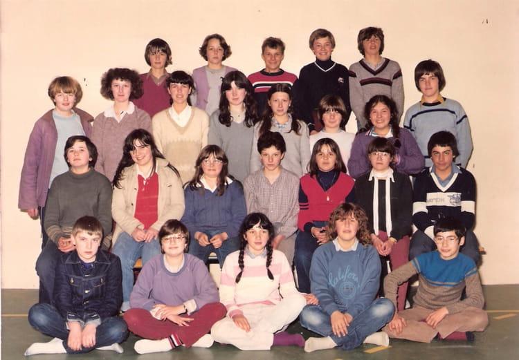 photo de classe coll ge l 39 oiseau blanc de 1980 coll ge l 39 oiseau blanc copains d 39 avant. Black Bedroom Furniture Sets. Home Design Ideas