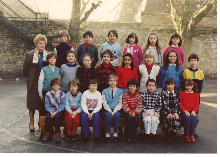 Photo de classe ce 2 de 1985 ecole la tour saint amand for Arcadim saint amand les eaux