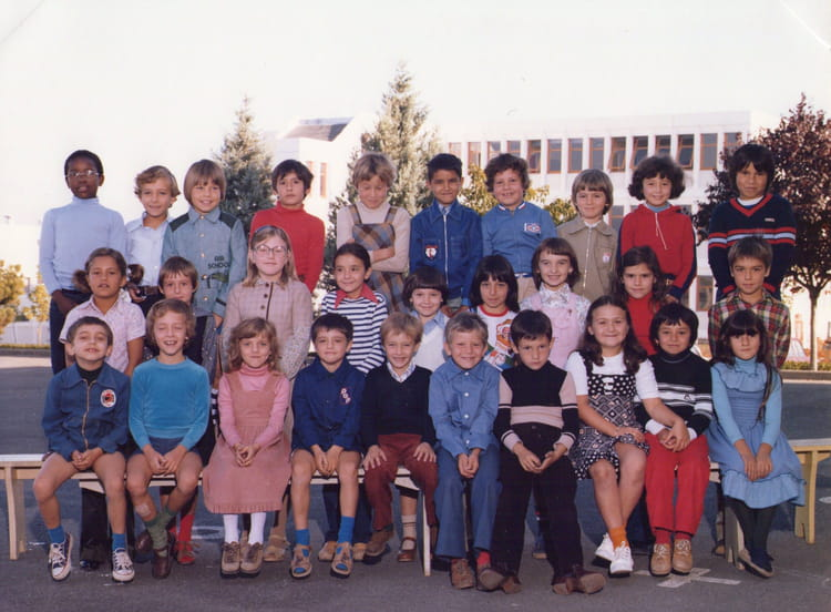 photo de classe ce2 de 1978 ecole raoul neron saint germain du puy copains d 39 avant. Black Bedroom Furniture Sets. Home Design Ideas