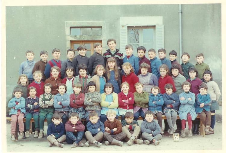 Photo de classe St Julien (annee pas sure) de 1967, ECOLE PRIMAIRE DE SAINT JULIEN AUX B # Saint Julien Aux Bois