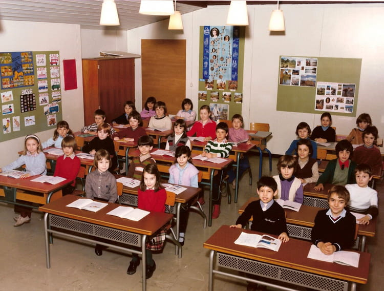 photo de classe ce2 mme bieri ecole bleue de 1981 ecole la chataigneraie copains d 39 avant. Black Bedroom Furniture Sets. Home Design Ideas