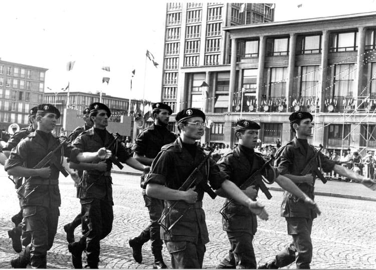 Photo De Classe Defile Du 14 Juillet 1983 Au Havre De 1983