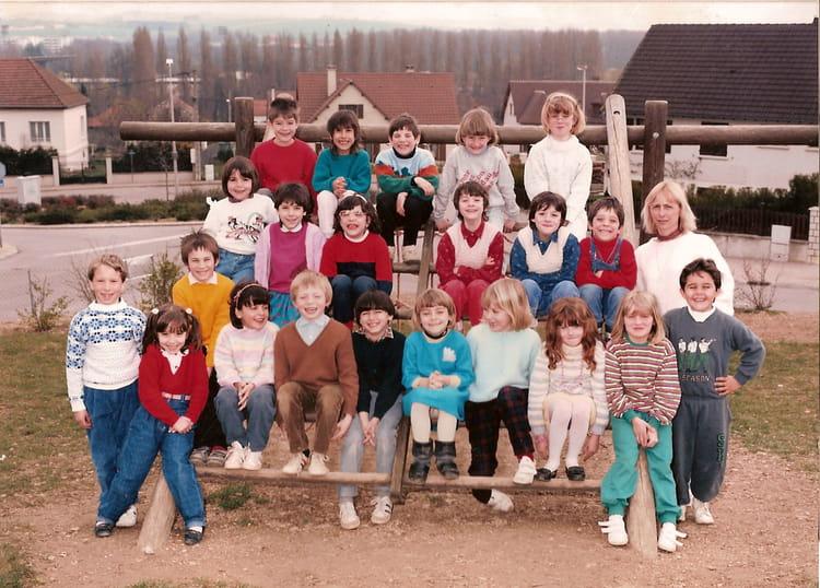 photo de classe ce1 de 1987 ecole les piedalloues auxerre copains d 39 avant. Black Bedroom Furniture Sets. Home Design Ideas