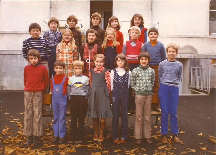 Photo de classe CM1 de 1976, Ecole De La Place (Dampierre Les Bois) Copains d'avant # Dampierre Les Bois