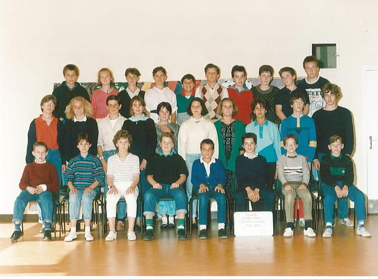 photo de classe 4eme2 de 1986 coll ge l 39 oiseau blanc copains d 39 avant. Black Bedroom Furniture Sets. Home Design Ideas