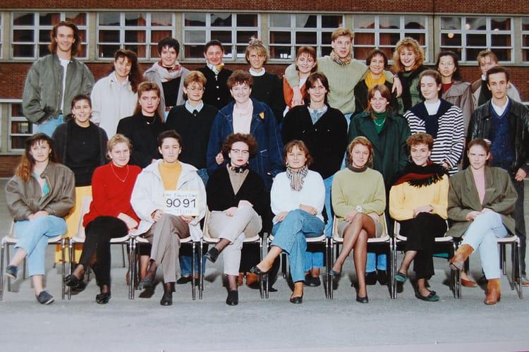 photo de classe ts2 ms de 1990 lyc e edouard gand copains d 39 avant. Black Bedroom Furniture Sets. Home Design Ideas