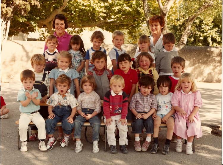 photo de classe maternelle de 1985 ecole saint joseph saint saturnin les avignon copains d. Black Bedroom Furniture Sets. Home Design Ideas