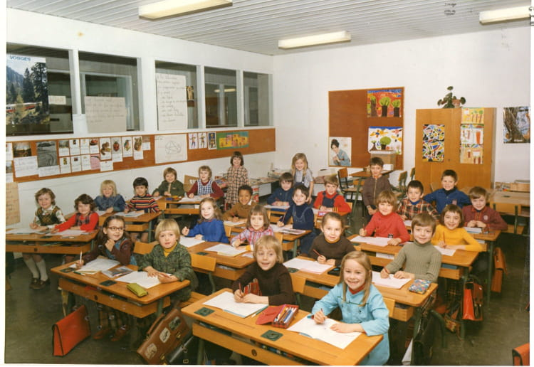 photo de classe cp de 1974 ecole claude debussy copains d 39 avant. Black Bedroom Furniture Sets. Home Design Ideas