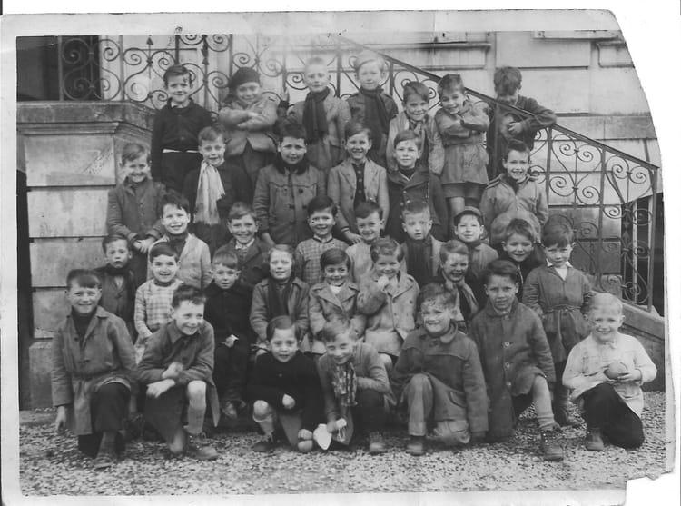 Photo de classe primaire de 1956 ecole notre dame for Eurville bienville