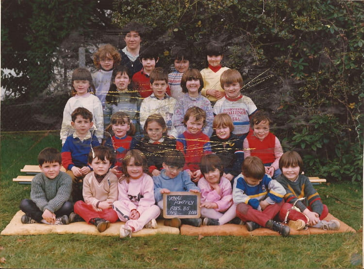 photo de classe moyenne section de 1985 ecole sainte noyale noyal pontivy copains d 39 avant. Black Bedroom Furniture Sets. Home Design Ideas