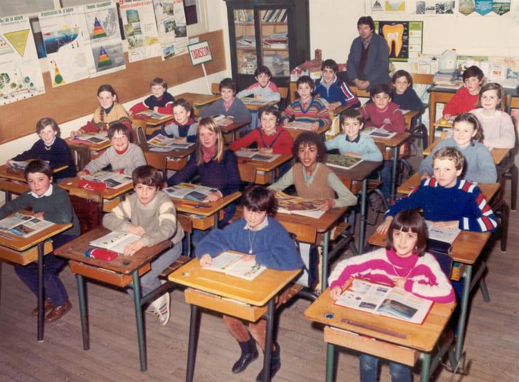 Photo de classe cole primaire du pradelet tarascon sur ari ge classe de cm2 de 1985 ecole - Office du tourisme de tarascon sur ariege ...
