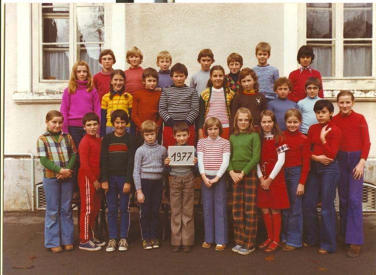 Photo de classe CM2 de 1977, Ecole De La Place (Dampierre Les Bois) Copains d'avant # Dampierre Les Bois
