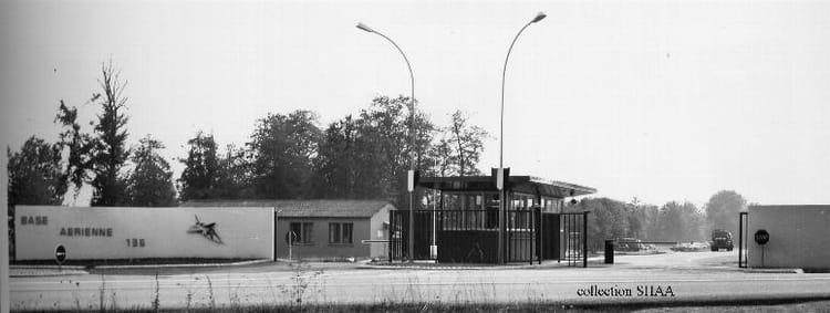 photo de classe ent e base de 1985 ba 136 toul rosieres copains d 39 avant. Black Bedroom Furniture Sets. Home Design Ideas