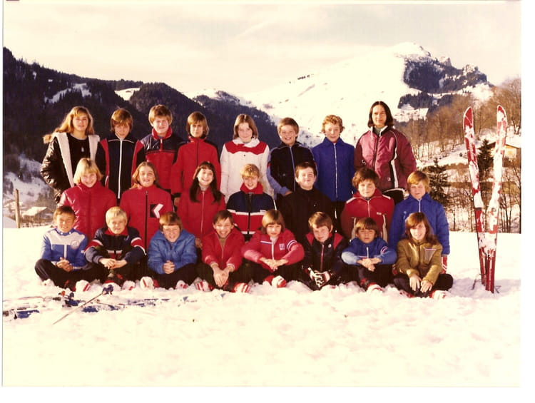 photo de classe cm2 de 1980 ecole le moulin saint just en chaussee copains d 39 avant. Black Bedroom Furniture Sets. Home Design Ideas