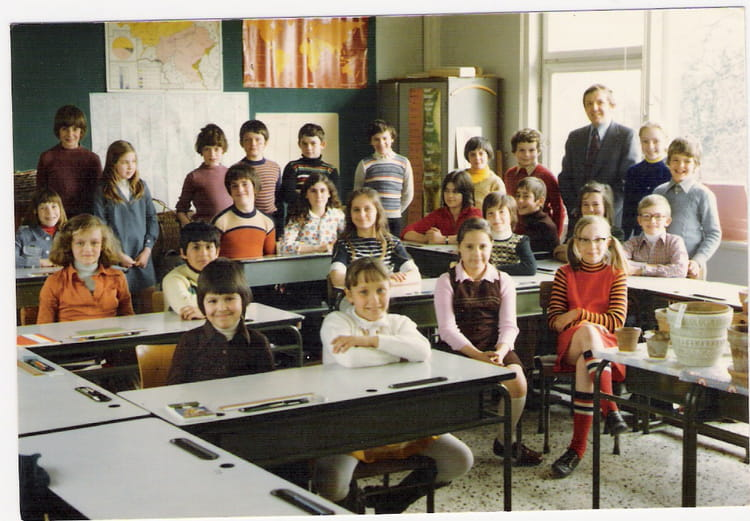 photo de classe 5i me primaire de 1975 ecole primaire du plateau des trixhes copains d 39 avant. Black Bedroom Furniture Sets. Home Design Ideas