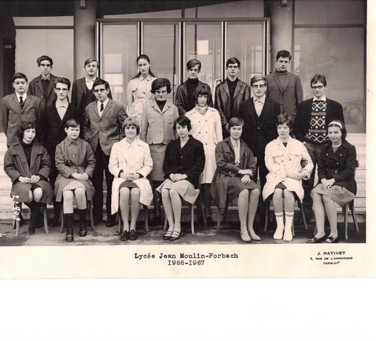 photo de classe classe de 2 ann e 66 67 forbach 57 de 1966 lyc e jean moulin copains d 39 avant. Black Bedroom Furniture Sets. Home Design Ideas